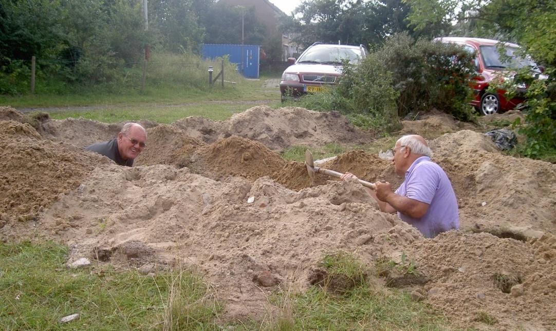 September: Omdat de nieuwe Banjaert wat grotere maten had, moest de waterleiding voor de camping worden omgelegd