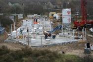 14 December: De vloer is gereed, de metselprofielen geplaatst. De opbouw van de begane grond kan beginnen !