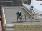 16 Maart: Het vlakken van het platte dak